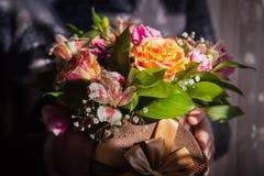 Fleurs de mariage dans la boîte Image stock