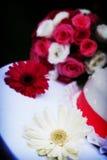Fleurs de mariage, gâteau photos libres de droits