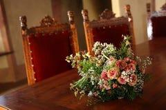 Fleurs de mariage sur un paquet Photos stock