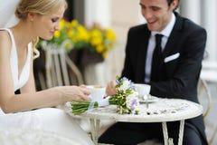Fleurs de mariage sur une table Photo stock