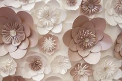 Fleurs de papier artificielles faites à la main Beau décor photo libre de droits
