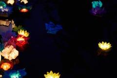 Fleurs de papier sur l'eau Photographie stock libre de droits