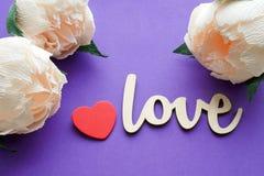 Fleurs de pivoine avec la carte d'amour Photo stock