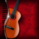 Fleurs de rouge de guitare acoustique et de piano Photographie stock libre de droits