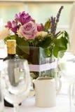 Fleurs de table de mariage image stock