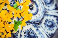 Fleurs des matériaux légers artificiels jaunes, fleurs jaunes d'acacia images stock