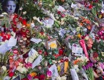 Fleurs devant l'ancienne maison de David Bowies à Berlin, Allemagne Photo libre de droits
