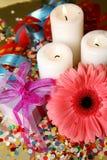 Fleurs et bougies Images stock
