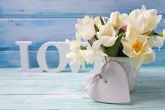 Fleurs et coeur décoratif Images libres de droits