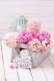 Fleurs et coeur décoratif Concept d'amour Images libres de droits