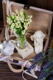 Fleurs et composition en décor d'ange Photo stock