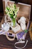 Fleurs et composition en décor d'ange Photographie stock