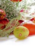 Fleurs et oeufs de Pâques Photos stock