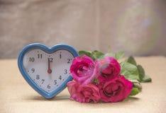 Fleurs et temps avec amour Image libre de droits