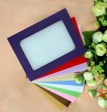 Fleurs et trames colorées Image stock
