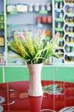 Fleurs et vases images libres de droits