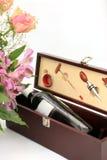 Fleurs et vin Photographie stock libre de droits