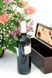 Fleurs et vin Image stock