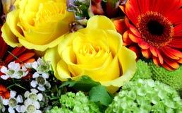 Fleurs fraîches à un marché image libre de droits