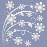 Fleurs grises sur un fond bleu Photo stock
