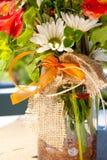 Fleurs oranges et blanches Images stock