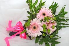 Fleurs pour la jeune mariée Photos stock
