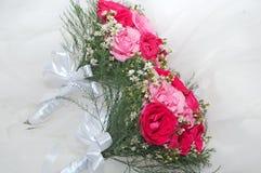Fleurs pour la jeune mariée Photo libre de droits