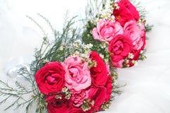 Fleurs pour la jeune mariée Photos libres de droits