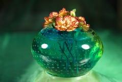 Fleurs roses dans un vase Image libre de droits
