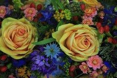 Fleurs roses et bleues de mariage Photo libre de droits