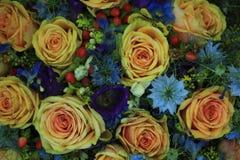 Fleurs roses et bleues de mariage Photos stock