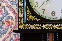 Fleurs sur l'horloge Images stock