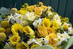 Fleurs sur la photo de fenêtre Image libre de droits