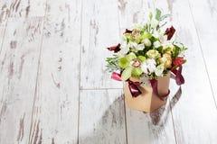 Fleurs sur le plancher Photographie stock libre de droits