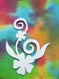 Fleurs sur le tissu coloré, coupe de papier images libres de droits