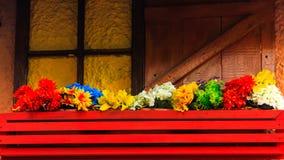 Fleurs sur un balcon Couleurs diverses images stock