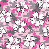 Fleurs tirées par la main blanches sur le modèle sans couture de Camo de vecteur rose de fond Camouflage mignon illustration libre de droits