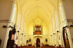 Fleury sur Andelle, Frankrike - marsch 15 2016: kyrka Arkivfoton
