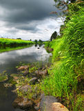 Fleuve d'été après tempête Photos libres de droits