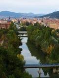 Fleuve d'Arga à travers Pamplona   Photo libre de droits