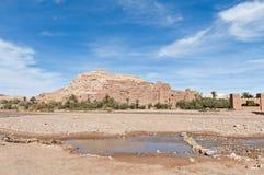 Fleuve d'Ounila près d'AIT Ben Haddou, Maroc Photo libre de droits