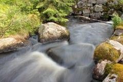 Fleuve dans la campagne Image stock