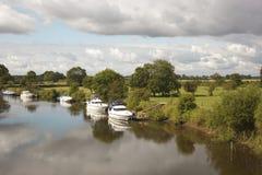 fleuve de bateaux Image stock