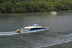 Fleuve de Brisbane avec le bac Images libres de droits