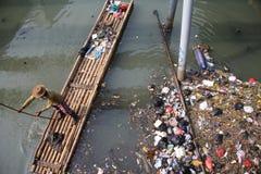 Fleuve de Ciliwung de nettoyage Photo libre de droits