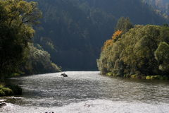 Fleuve de Dunajec, Pologne Photos stock
