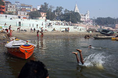 Fleuve de Ganga chez Benaras photo libre de droits