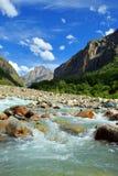Fleuve de montagne. Image libre de droits