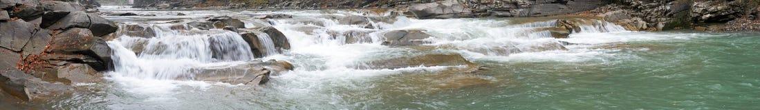fleuve de montagne Image stock
