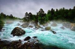 Fleuve de montagne en Norvège Image libre de droits
